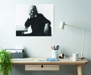 a desk and a picture of Thomas Bernhard
