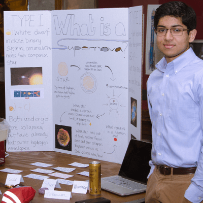 Freshman Seminar Students Host Astronomy Outreach Fair